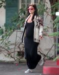 Celebrities Wonder 73710391_pregnant-rachel-bilson-maxi-dress_1.jpg