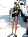 Celebrities Wonder 79466178_vanessa-hudgens-at Orchard-Flats_2.jpg