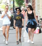 Celebrities Wonder 81525971_Cara-Delevingne-Zoe-Kravitz-New-York-City_4.jpg