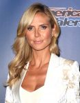 Celebrities Wonder 83073108_heidi-klum-Americas-Got-Talent-Season-9-red-carpet_6.JPG