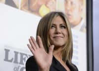 Celebrities Wonder 85869632_jennifer-aniston-life-of-crime-premiere_7.jpg