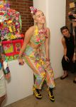 Celebrities Wonder 16098434_miley-cyrus-jeremy-scott-fashion-show_3.jpg