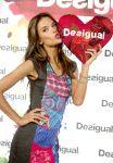 Celebrities Wonder 41019968_alessandra-ambrosio-Desigual-flagship-boutiqu_3.jpg