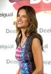 Celebrities Wonder 57384356_alessandra-ambrosio-Desigual-flagship-boutiqu_4.jpg