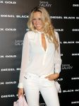 Celebrities Wonder 71277440_Diesel-Black-Gold-front-row_Petra Nemcova 2.jpg