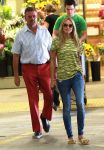 Celebrities Wonder 95975200_heidi-klum-Shopping-at-Whole-Foods_4.jpg