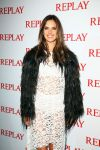 Celebrities Wonder 89785965_alessandra-ambrosio-replay_3.JPG