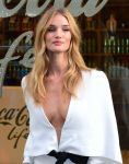 Celebrities Wonder 9360880_rosie-huntington-whiteley-coca-cola-life_4.jpg