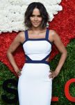 Celebrities Wonder 33969891_golden-heart-awards_Halle Berry 2.jpg