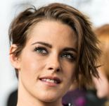 Celebrities Wonder 35931331_kristen-stewart-Clouds-of-Sils-Maria-NYC-Premiere_4.jpg