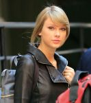 Celebrities Wonder 10608992_taylor-swift-leather-jacket_8.jpg