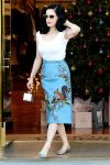 Celebrities Wonder 12987691_dita-von-teese-shopping_1.jpg