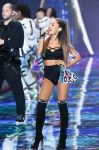 Celebrities Wonder 13123784_2014-Victorias-Secret-Fashion-Show-runway_Ariana Grande 2.jpg