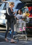 Celebrities Wonder 2283469_charlize-theron-shopping-Whole-Foods_3.jpg