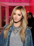 Celebrities Wonder 23307709_REVOLVE-Pop-Up-Launch-Party_2.jpg