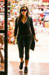 Celebrities Wonder 25656701_kim-kardashian-Shopping-at-Ralphs_1.jpg