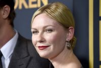 Celebrities Wonder 50189122_kirsten-dunst-unbroken_3.jpg