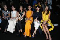 Celebrities Wonder 53188700_hailee-steinfeld-Esprit-Dior-Tokyo-2015-Fashion-Show_3.jpg