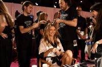 Celebrities Wonder 53903190_2014-Victorias-Secret-Fashion-Show-Hair-And-Makeup_Behati Prinsloo 2.jpg