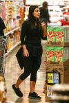 Celebrities Wonder 59077339_kim-kardashian-Shopping-at-Ralphs_4.jpg