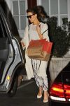 Celebrities Wonder 59380366_kate-beckinsale-Brentwood-Country-Mart_2.jpg