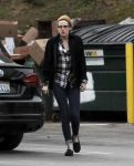 Celebrities Wonder 59938510_kristen-stewart-lunch_5.jpg