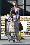 Celebrities Wonder 69220955_charlize-theron-shopping-Whole-Foods_1.jpg
