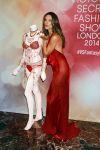 Celebrities Wonder 73641763_Adriana-Lima-Alessandra-Ambrosio-fantasy-bra_4.jpg