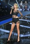 Celebrities Wonder 74787679_2014-Victorias-Secret-Fashion-Show-runway_Taylor Swift 2.jpg