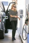Celebrities Wonder 78474290_emma-roberts-gas-station_3.jpg