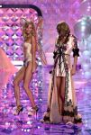 Celebrities Wonder 79541799_2014-Victorias-Secret-Fashion-Show-runway_Karlie Kloss 2.jpg