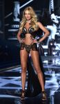 Celebrities Wonder 80406298_2014-Victorias-Secret-Fashion-Show-runway_1.jpg