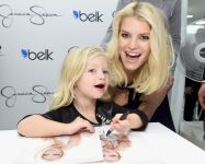 Celebrities Wonder 83839637_Jessica-Simpson-Collection-event_6.jpg