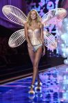 Celebrities Wonder 86362100_2014-Victorias-Secret-Fashion-Show-runway_Karlie Kloss 1.jpg