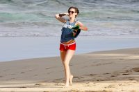 Celebrities Wonder 19387645_kristen-stewart-beach_6.jpg
