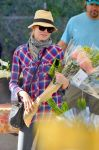 Celebrities Wonder 4580157_naomi-watts-farmers-market_5.jpg