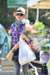 Celebrities Wonder 51008999_naomi-watts-farmers-market_3.jpg