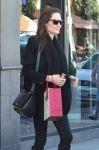 Celebrities Wonder 59555715_angelina-jolie-shopping-LA_4.jpg