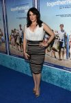 Celebrities Wonder 84514396_HBO-Togetherness-premiere-Hollywood_Melanie Lynskey 1.jpg