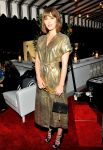 Celebrities Wonder 92927577_W-Magazine-celebrates-the-Golden-Globes_Mary Elizabeth Winstead 1.jpg