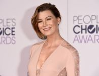 Celebrities Wonder 97971566_ellen-pompeo-peoples-choice-2015_4.jpg