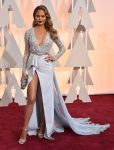 Celebrities Wonder 25361759_oscars-2015-red-carpet_Chrissy Teigen 1.jpg