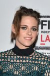 Celebrities Wonder 55335337_kristen-stewart-Clouds-of-Sils-maria_3.jpg