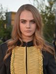 Celebrities Wonder 75924503_Burberry-London_Cara Delevingne 2.jpg