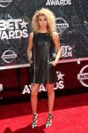 Celebrities Wonder 9188496_bet-awards_Tori Kelly.jpg
