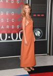 Celebrities Wonder 69758235_2015-mtv-vma_Karlie Kloss - Louis Vuitton.jpg