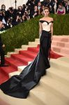 Celebrities Wonder 70164127_met-gala-2016_Emma Watson.jpg